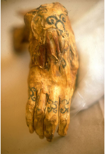 The tattooed right hand